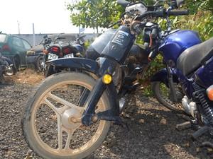 Motociclista de 46 anos e uma criança de sete anos morreram em Ariquemes (Foto: Jeferson Carlos/G1)