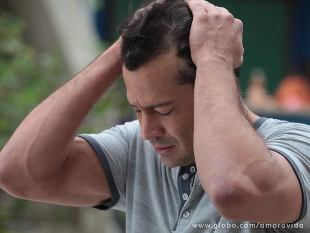 Bruno não consegue acreditar que Paulinha é a filha perdida de Paloma (Foto: Amor à Vida/ TV Globo)