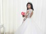 Jennifer Pamplona, a Susi Humana, posa vestida de noiva