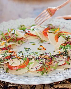 Salada caprese com palmito-pupunha e pesto (Foto: Rogério Voltan/Editora Globo)