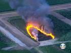 Incêndio queima mata perto do Aeroporto de Jacarepaguá, no Rio
