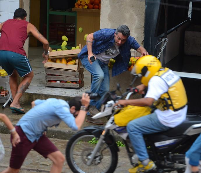 Romero corre para escapar da facção (Foto: Pedro Carrilho/ Gshow)