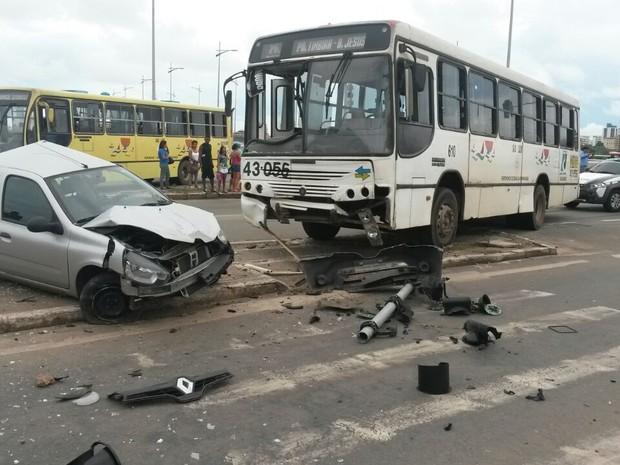 Jovem de 24 anos ficou ferido em acidente no cruzamento da Av. Beira Mar (Foto: Alessandra Rodrigues / Mirante AM)