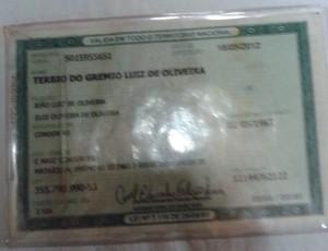 Carteira de identidade mostra a mudança do nome do torcedor gremista (Foto: Marielen Wieczorek/Arquivo Pessoal)