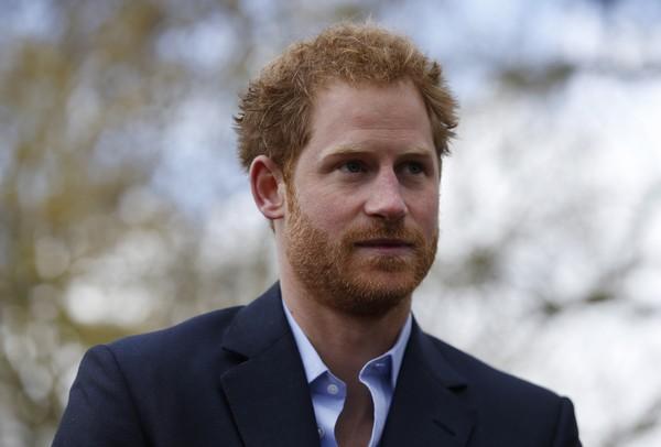 Príncipe Harry para revista: 'Quero deixar minha mãe orgulhosa'