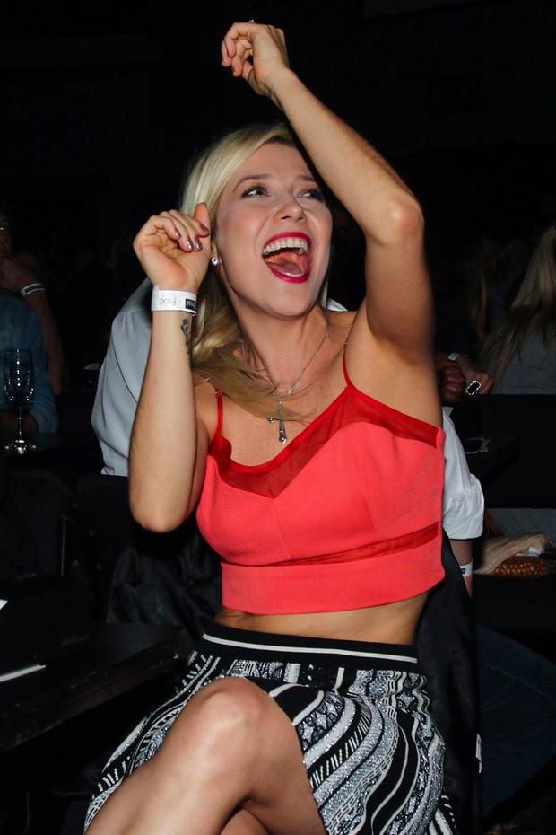 Luiza Possi se empolga em show de Ana Carolina (Foto: Manuela Scarpa/Photo Rio News)