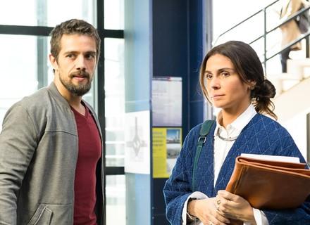 Alice e César se reencontram na universidade, e ele a chama para sair: 'Você ficou me devendo'