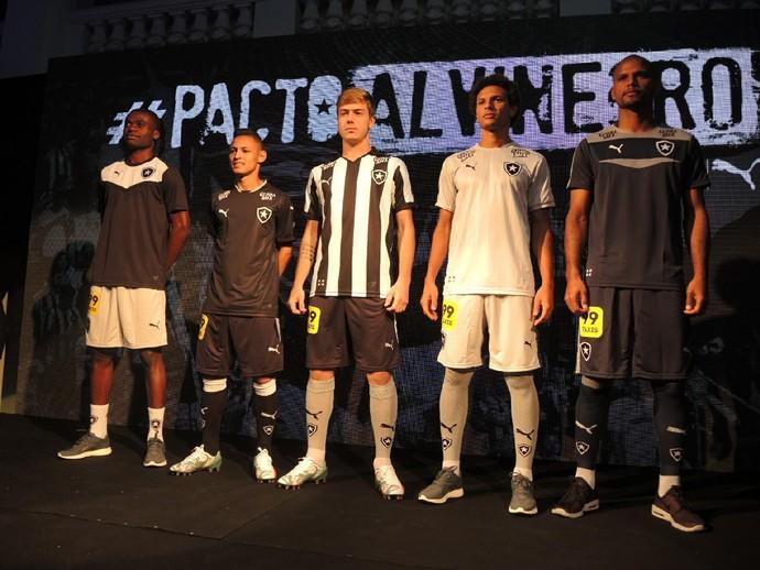 Uniforme lançamento Botafogo (Foto: Gustavo Rotstein/ GloboEsporte.com)