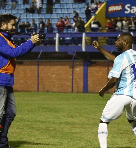 faz a força (Jamira Furlani/Avaí FC)
