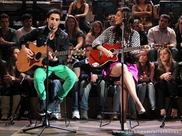 Fiuk e Sophia Abrahão cantam juntos no programa Altas Horas (Foto: TV Globo/Altas Horas)