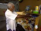 Idosos que vivem em contêiner em SP recebem ajuda de moradores