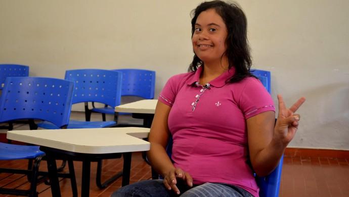 Raysa Braga, nadadora paralímpica e futura professora de Educação Física (Foto: Caio Fulgêncio/G1)