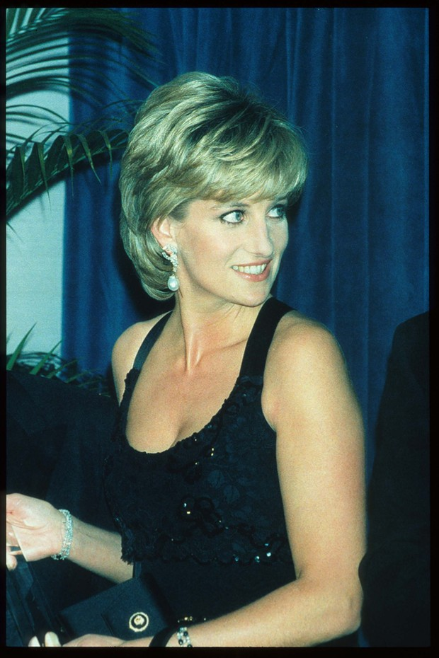 248217 03: Lady Diana Spencer stands at the 41st annual United Cerebral Palsy Awards gala December 11, 1995 in New York City. Lady Diana, the Princess of Wales, received the UCP Humanitarian Award at the fundraising evening. (Photo by Pool/Liaison) (Foto: Getty Images)