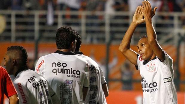 Liedson gol Corinthians (Foto: Gustavo Tilio / Globoesporte.com)