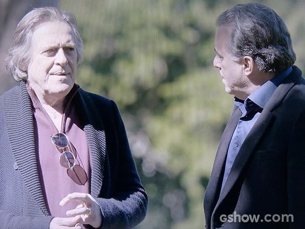 Bernardo não mede as palavras ao falar com o patrão (Foto: O Rebu / TV Globo)