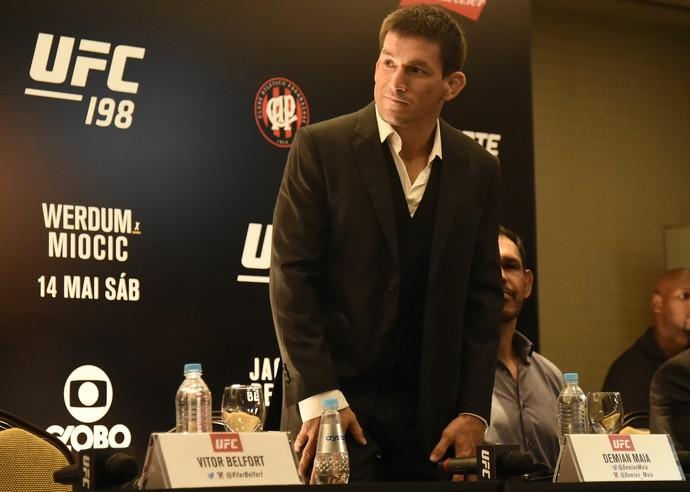 Demian Maia coletiva UFC 198 (Foto: André Durão)