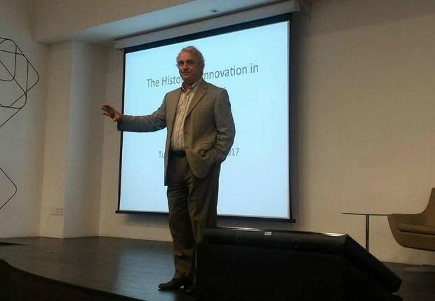 Jeff Cabili durante palestra no Cubo (Foto: Filipe Oliveira)