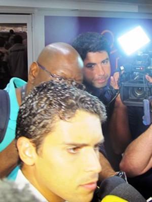 Desembarque Fluminense - Jean fala com a imprensa (Foto: Richard Souza)