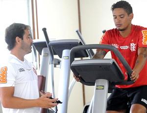 Carlos Eduardo no treino do Flamengo (Foto: Alexandre Vidal / Fla Imagem)