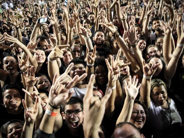 Pearl Jam se apresenta diante de milhares de pessoas que encheram a pista e as arquibancadas do Estádio do Morumbi, na Zona Sul de São Paulo (Foto: Fabio Tito / G1)