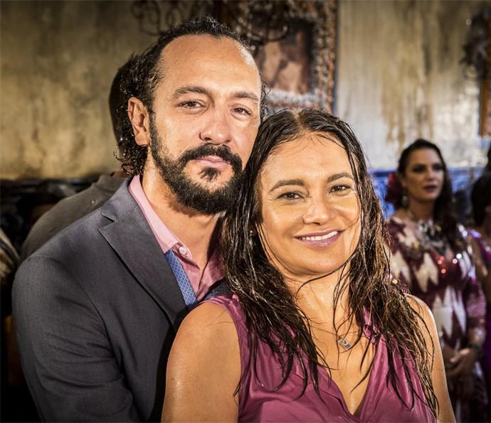 Irandhir Santos e Dira Paes posam para as lentes do Gshow (Foto: Felipe Monteiro/Gshow)