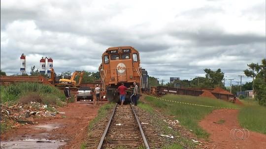 Trem descarrila e parte dos trilhos é arrancada em Valparaíso de Goiás