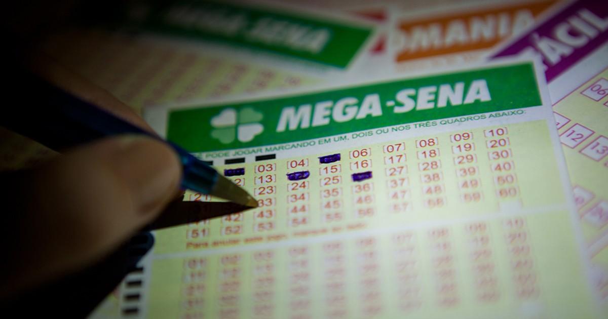 Resultado de imagem para Um apostador acerta as 6 dezenas da Mega Sena e levará R$ 76 milhões