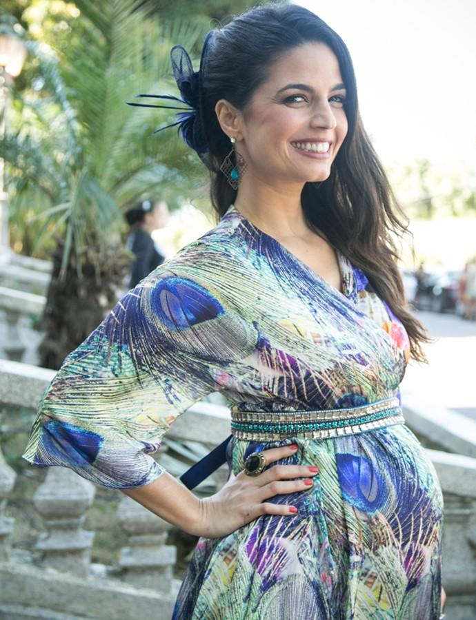 Dandara linda, mostrando o barrigão da gravidez (Foto: Raphael Dias/Gshow)