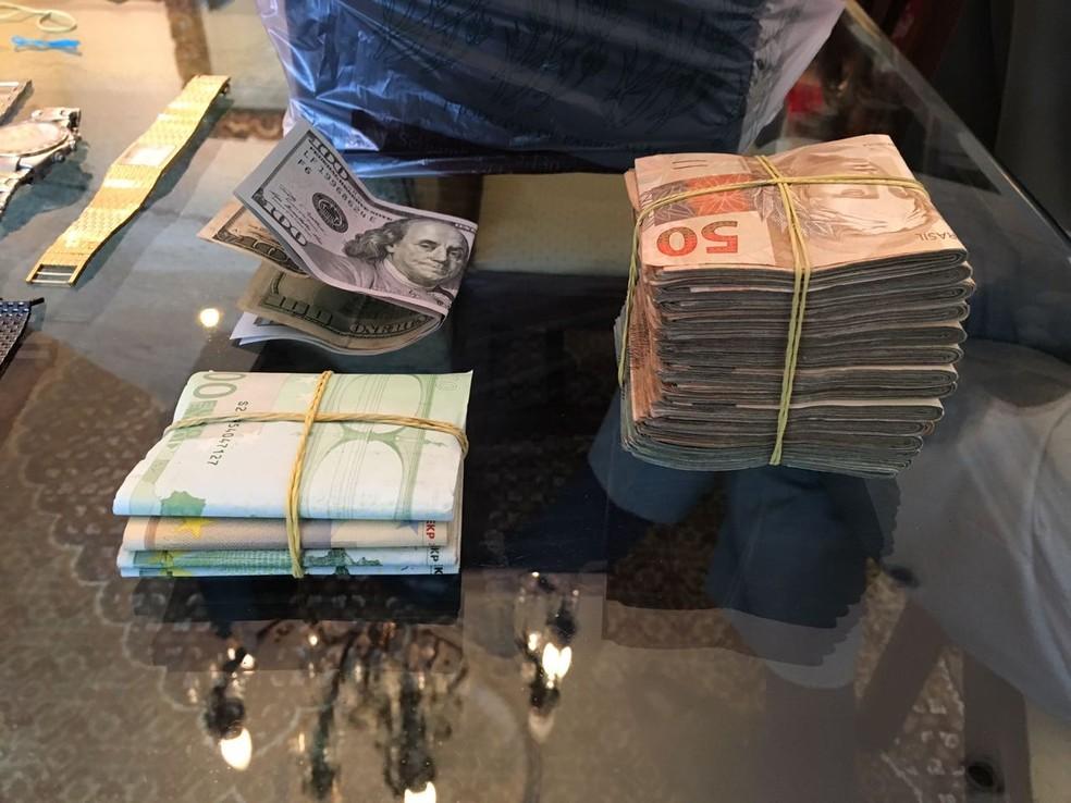 Polícia Federal divulga imagens de apreensões na Operação Ponto Final; quantias em dinheiro foram arrecadadas em apartamentos e escritórios (Foto: Divulgação/PF)