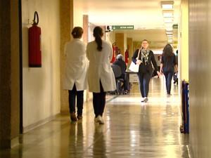 Corredor do Hospital de Clínicas (HC) da Universidade Estadual de Campinas (Unicamp) (Foto: Reprodução EPTV)