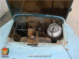 Homem instalou botijão de gás em seu carro (Foto: Polícia Militar/Divulgação)