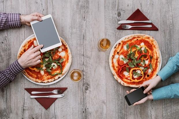 Falar de suas preferências gastronômicas nos apps de relacionamento é bom! (Foto: Think Stock)