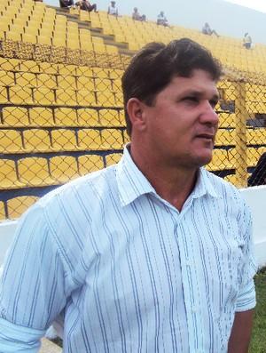Émerson Matheus reclama de série de viagens para cumprir três jogos seguidos fora de casa (Foto: Afonso Diniz/Globoesporte.com)