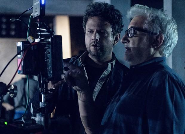 Selton Mello confere as imagens gravadas com o diretor Luciano Moura (Foto: Divulgação/TV Globo)