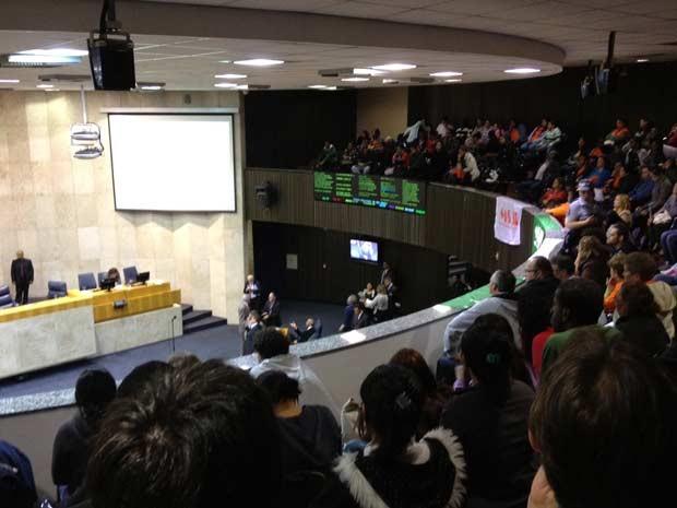 Manifestantes lotaram galeria do plenário da Câmara (Foto: Roney Domingos/G1)