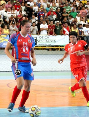 Fran iniciou o caminho ao título marcando o primeiro gol (Foto: Frank Cunha/GLOBOESPORTE.COM)