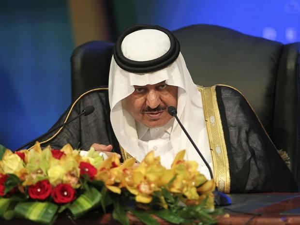 Imagem de arquivo mostra o príncipe herdeiro da Arábia Saudita Nayef bin Abdulaziz al-Saud durante coletiva de imprensa em novembro de 2011 (Foto: Reuters)