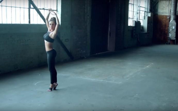 Anahí mostra seus dotes de bailarina no clipe de Amnesia (Foto: Reprodução)