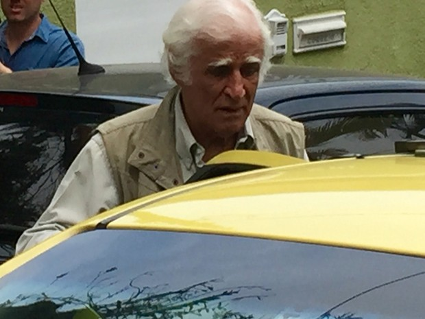 Ziraldo chega na casa de Miele (Foto: Henrique Coelho/G1)