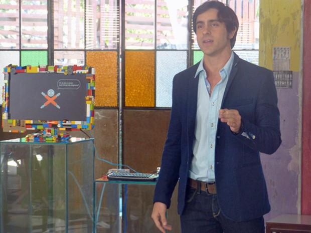 Ernesto faz sucesso ao apresentar Júnior  (Foto: Geração Brasil/ TV Globo)