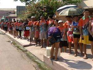 fila de ônibus para Caminhada de Fé com Maria, em Santarém (Foto: Reprodução/TV Tapajós)