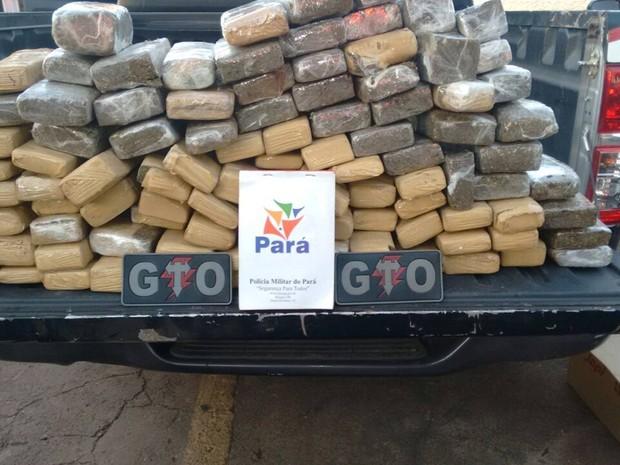 Maconha estava escondida nas caixas de som, nas portas do veículo. Redenção apreensão Polícia Militar (Foto: Divulgação/ Polícia Militar)