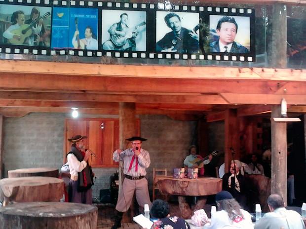 Festival de trova reúne tradicionalistas em Passo Fundo (Foto: Fábio Lehmen/RBS TV)