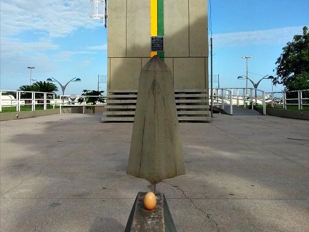 Fenômeno também atrai a atenção de turistas na capital amapaense (Foto: Thaís Pucci/ G1)