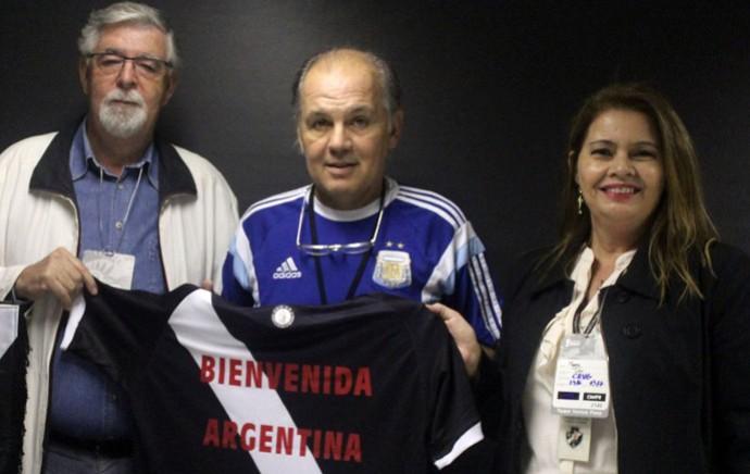 873a1ee6f4cd9 Sabella Técnico Argentina com camisa do Vasco (Foto  Matheus Alves Vasco.com