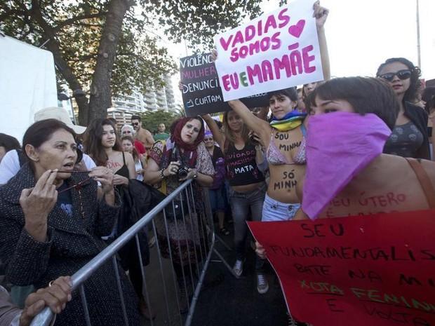 Desentendimentos entre fiéis e manifestantes da Jornada Mundial da Juventude marcaram o ato (Foto: Silva Izquierdo/AP Photo)