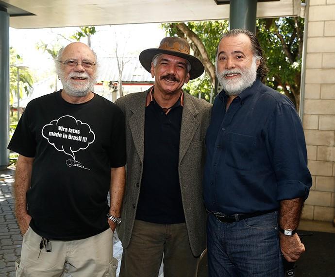 Que trio! Tonico Pereira, Jackson Antunes e Tony Ramos celebram lançamento da novela (Foto: Raphael Dias/TV Globo)
