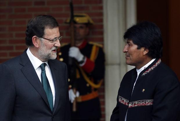 O presidente de governo da Espanha, Mariano Rajoy, e o presidente da Bolívia, Evo Morales, durante encontro nesta terça-feira (3) em Madri (Foto: AFP)