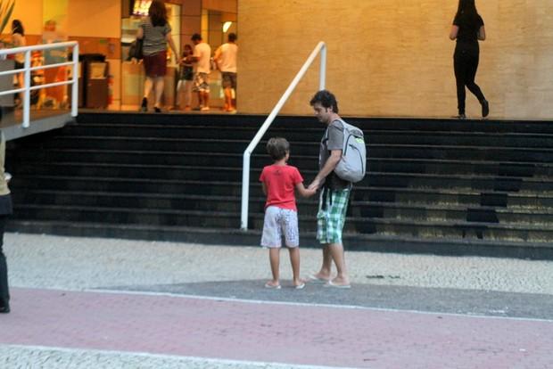 Bruno Mazzeo com o filho (Foto: Daniel Delmiro/Agnews)