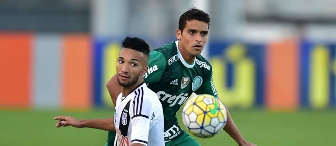 Ponte Preta x Palmeiras Jean Clayson (Foto: Marcos Ribolli)